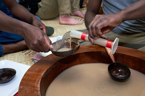 Pouring kava