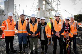Kīngi Tūheitia with University of Waikato and Hawkins Construction staff