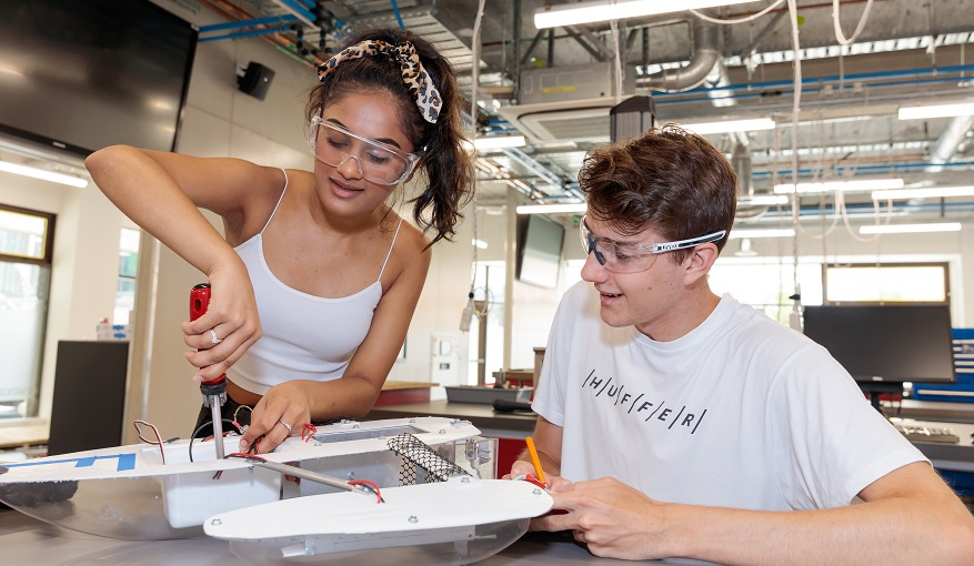 Students working in Tauranga engineering lab
