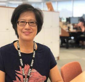 lin-yi-chou-at-desk